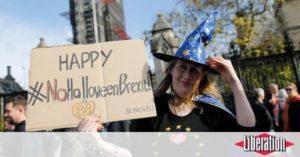 Livres Brexit : finalement, le Royaume-Uni ne fêtera que Halloween le 31 octobre