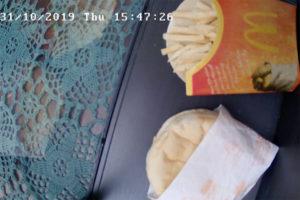 Bagage L'agonie d'un burger-frites McDo en narrate sur internet