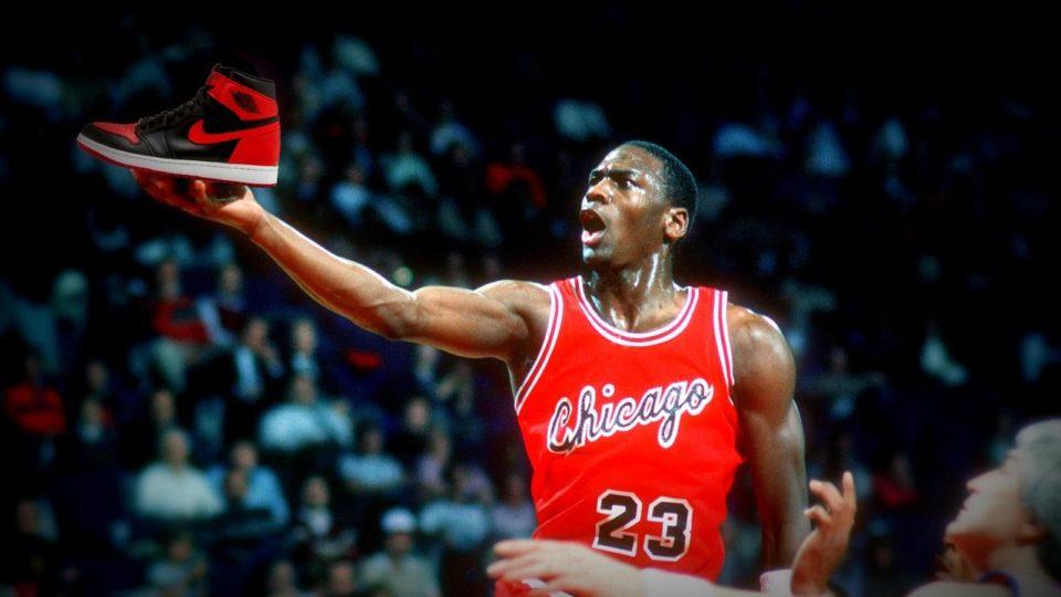 """Chaussures de sport """"Michael voulait signer chez Adidas"""" : Air Jordan, une icône à l'accouchement difficile"""