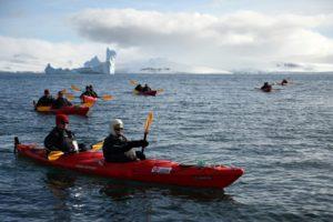 """Maillot de bain En Antarctique, des touristes à l'assaut de """"la dernière frontière"""""""