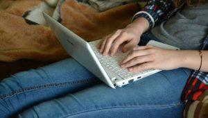 Bureau Stressé(e) par la fin d'année? Adoptez l'écriture créative!