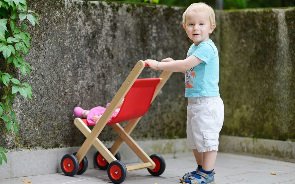 Jouets Science décalée : les petits garçons préfèrent les poupées aux camions
