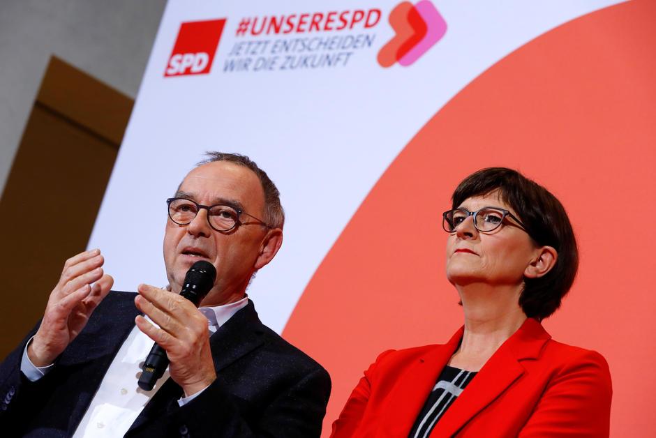 """Rasage Coup de barre à gauche au SPD, la coalition Merkel """"sur un terrain glissant"""""""