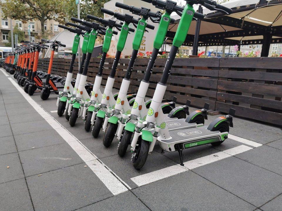 Jouets Grève des transports : Extinction Riot sabote 3600 trottinettes électriques