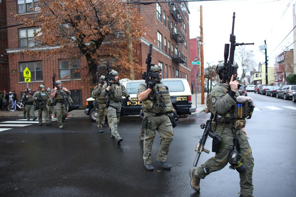 Epicerie Fusillade à Jersey City, Tchéquie, Royaume-Uni, Hong Kong : les informations de la nuit