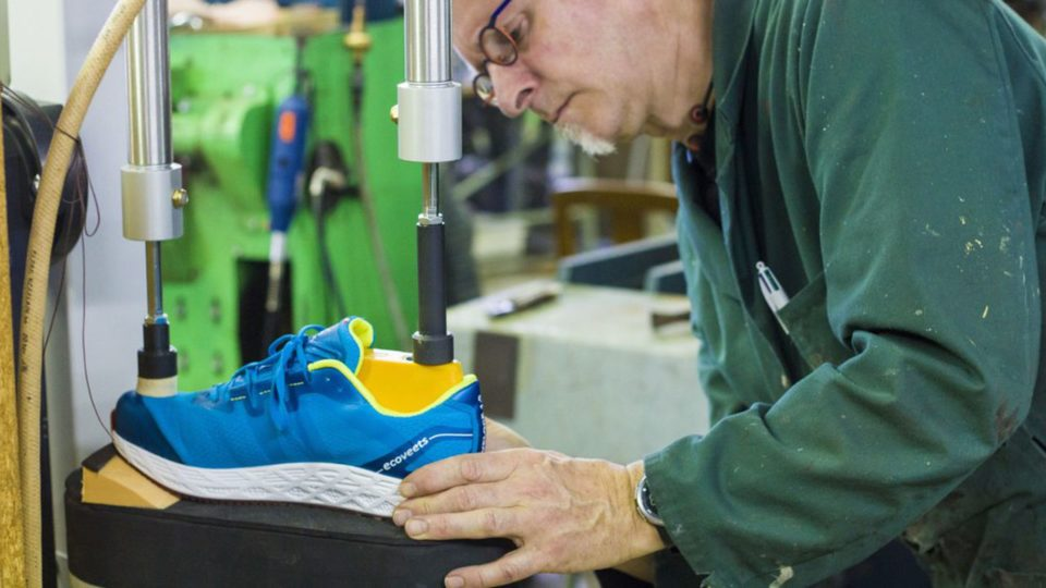 Chaussures de sport VEETS lance la chaussure de running médio-pied made in France