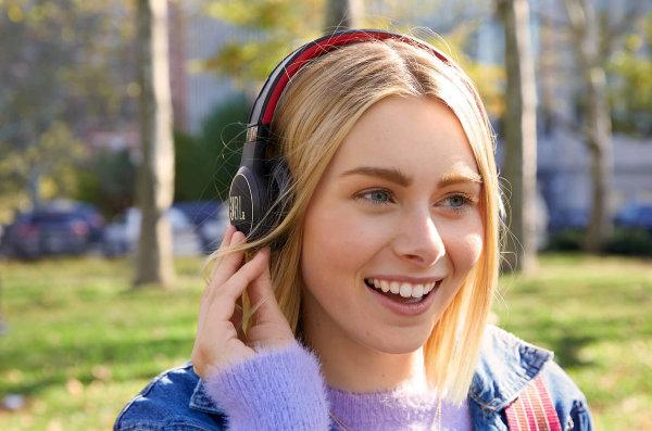 """Casque audio JBL invente un casque audio sans-fil avec """"écoute perpétuelle"""""""