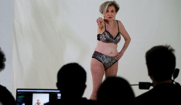 Lingerie A 80 ans, lingerie horny et mannequinat pour la Brésilienne Helena Schargel