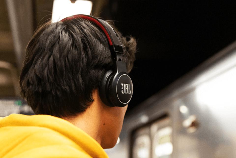 Casque audio Vous vivez au soleil ? Ce casque JBL sans fil promet une autonomie illimitée