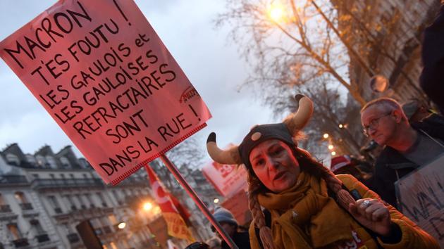 Enfant Réforme des retraites: un cortège hétéroclite dans les rues de Paris