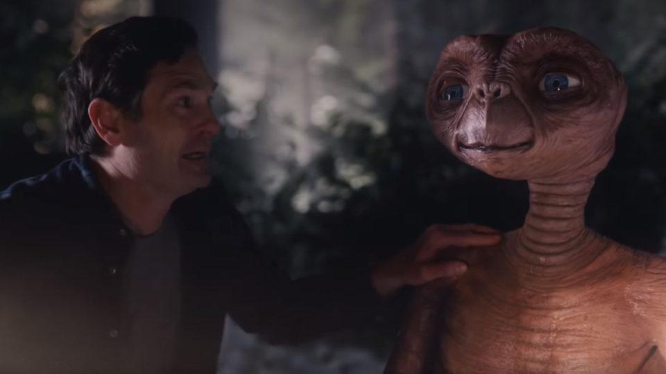 Jardin E.T. retrouve Elliott (Henry Thomas) pour une pub nostalgique