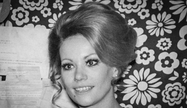 Maillot de bain Mort de Claudine Auger, la première James Bond girl française