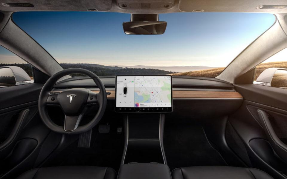 High-tech Le jeu vidéo le plus anti-technologie débarque sur les voitures les plus technologiques
