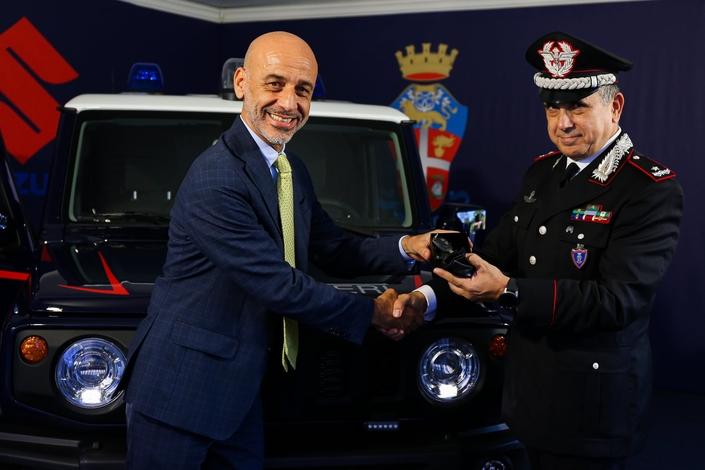 Jouet La gendarmerie italienne craque pour le Suzuki Jimny