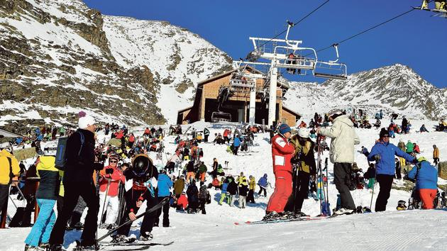 Ski Les stations de ski slaloment entre les grèves