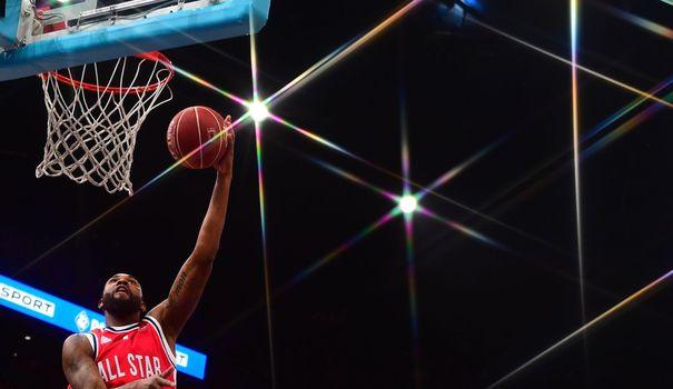 """Basket All Superstar Sport: la sélection étrangère remporte le """"match des étoiles"""""""