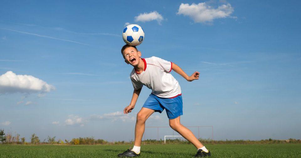 Football Pour des raisons de santé, les petits Écossais n'auront plus le droit de faire des têtes au foot