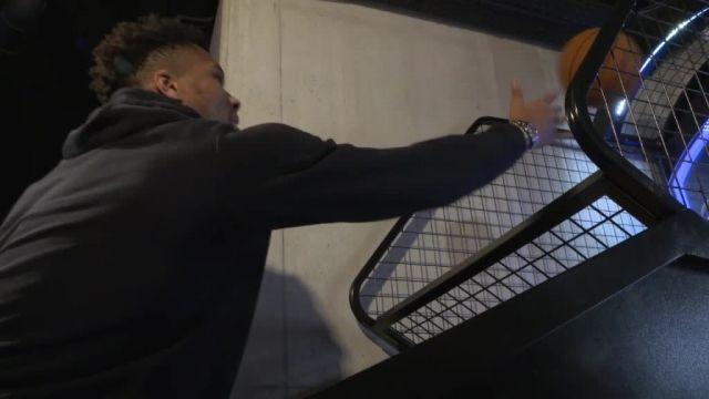 Basket Basket – WTF – NBA : Giannis Antetokounmpo payment le file au mini-basket