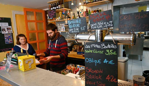 Epicerie En Bretagne, des cafés associatifs font battre le coeur des villages