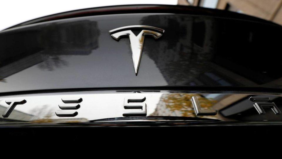 Ebook De 0 à 100 milliards en moins de 17 ans : comment Tesla est devenu un géant de l'automobile