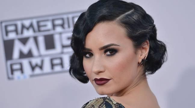 Maillot de bain Demi Lovato poste des selfies hot… Katy Perry se déguise en rouleau de papier toilette…