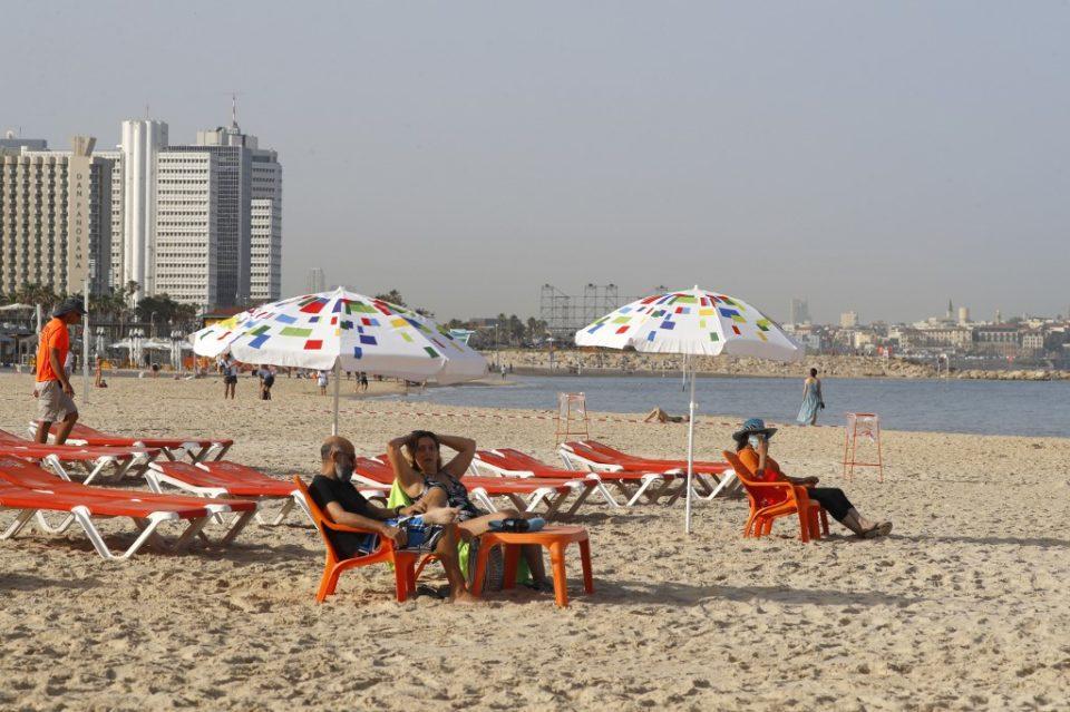 Bikini En Israël, retour au bonheur des plages après le confinement, bientôt les bars