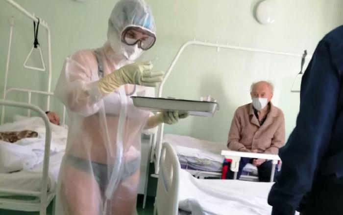 Maillot de bain Les médias partent à la recherche de l'infirmière en maillot de bain et assurent l'avoir identifiée – photos