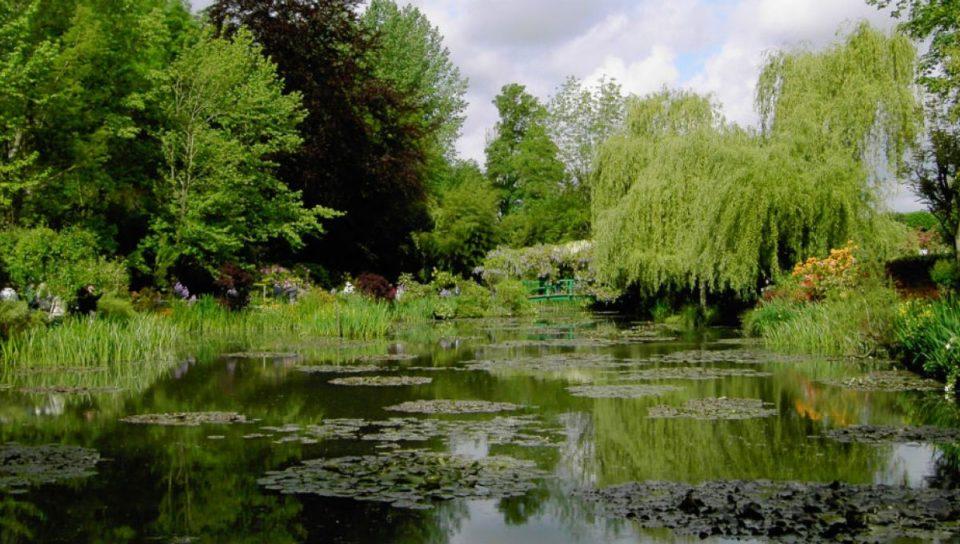 Livres Tout le monde s'emballe pour les jardins de Giverny