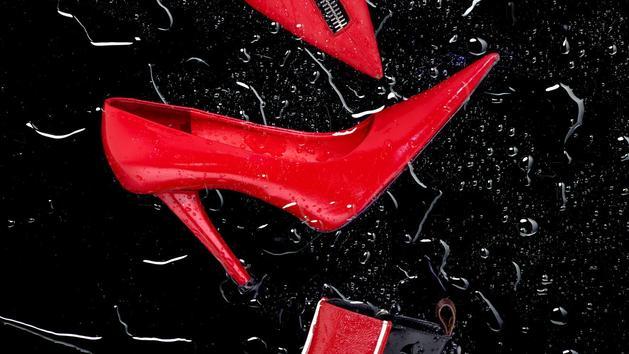 Chaussures La tendance des chaussures rouges pointues au bout des tabous